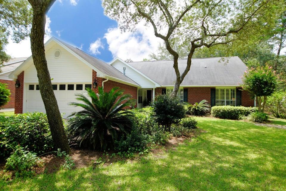 Photo of home for sale at 35 Marlborough, Shalimar FL