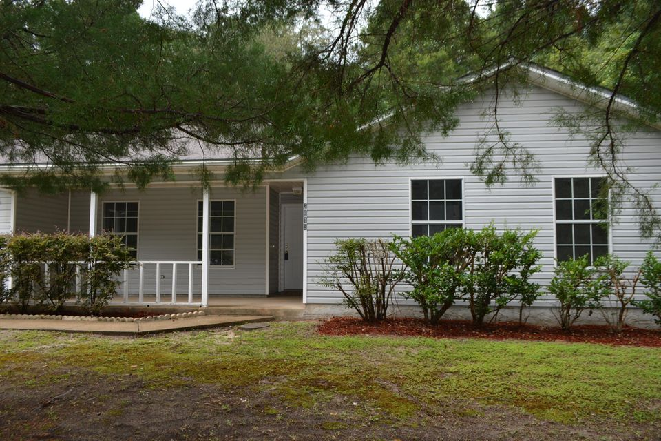 Photo of home for sale at 2615 Victoria, Crestview FL