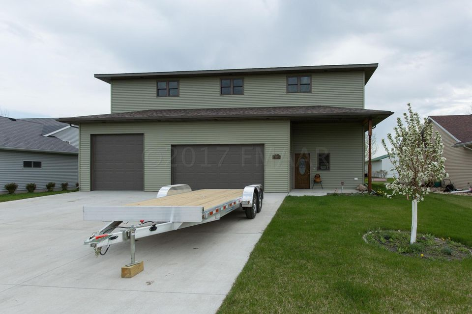 606 E 3RD Street, Horace, ND 58047