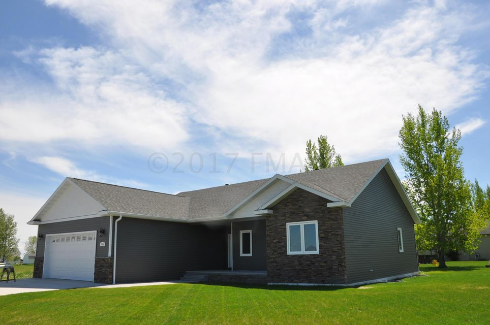 515 MCDONALD Drive, Hillsboro, ND 58045