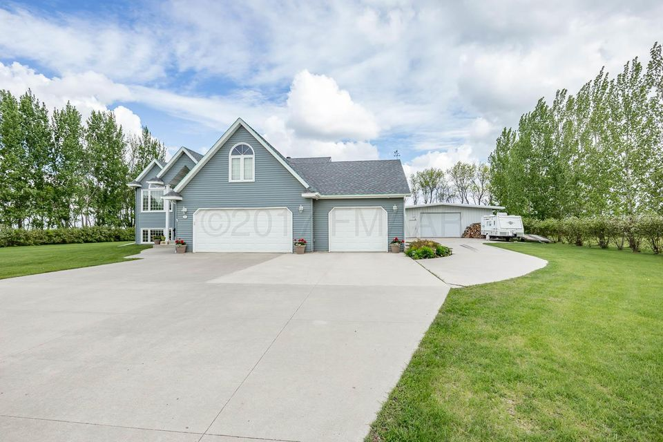309 PLUM TREE Road, Hickson, ND 58047
