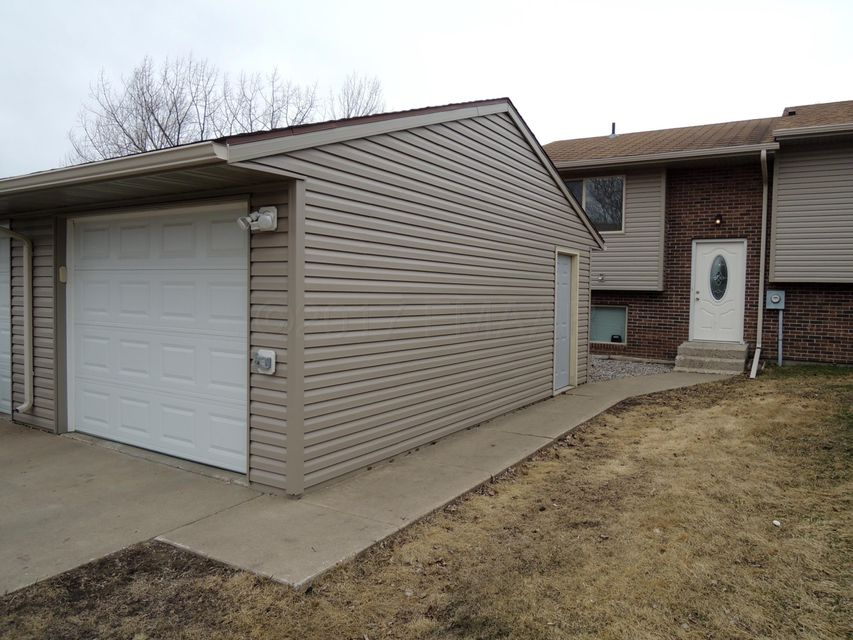 924 SE 9TH Avenue, Valley City, ND 58072