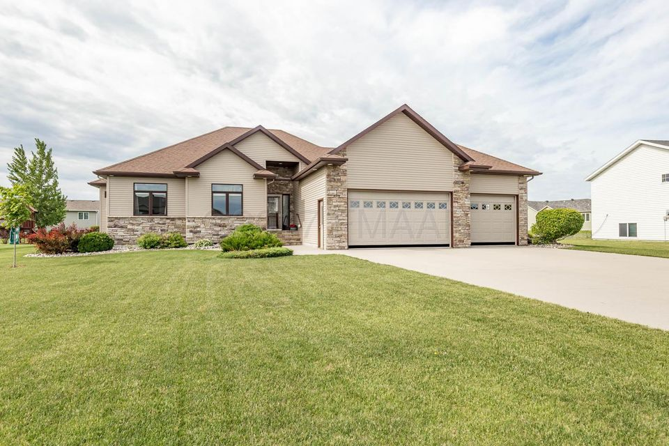 1040 S 36TH ST Circle, Moorhead, MN 56560