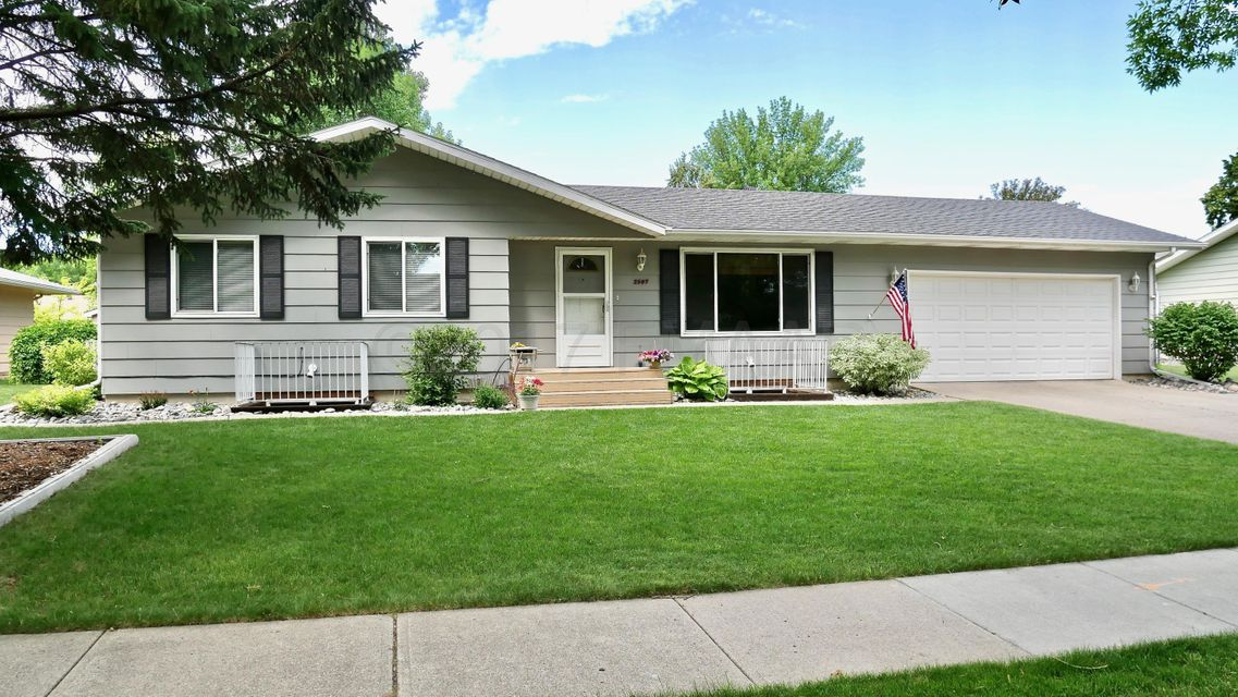 2507 S ARROWHEAD Road, Fargo, ND 58103