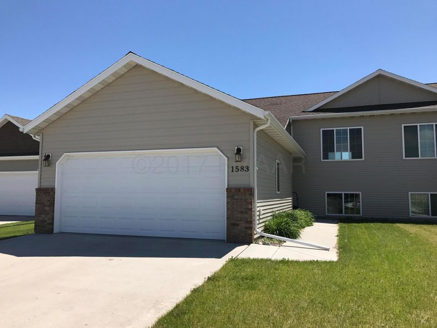 1583 S 34TH Avenue, Moorhead, MN 56560