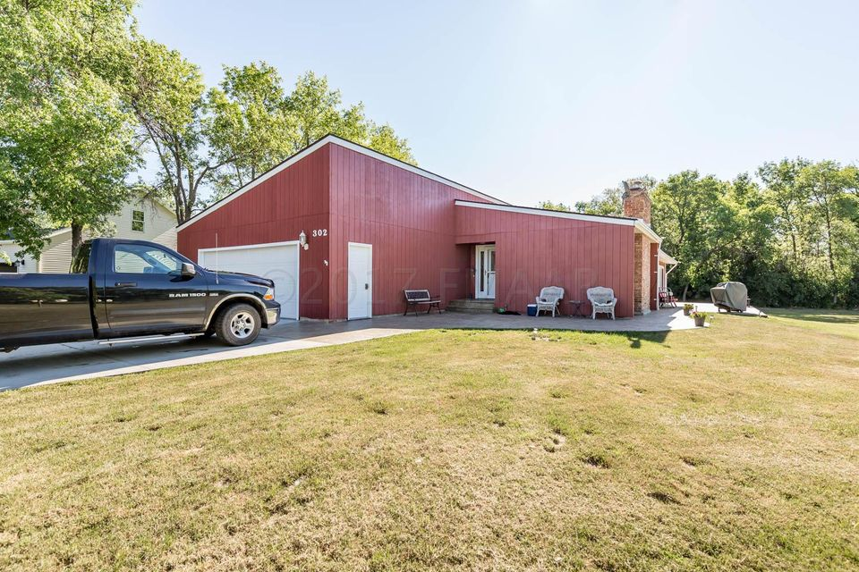 302 SHEYENNE Street, Horace, ND 58047