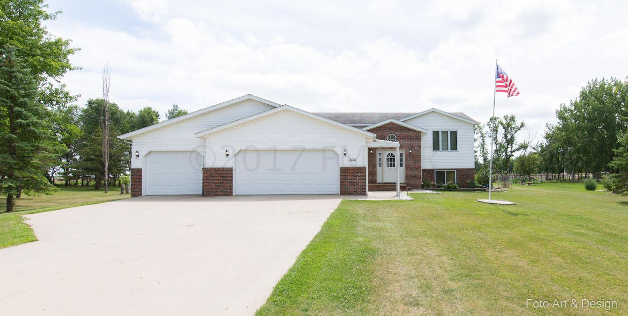 8010 SUNSET Drive, Horace, ND 58047