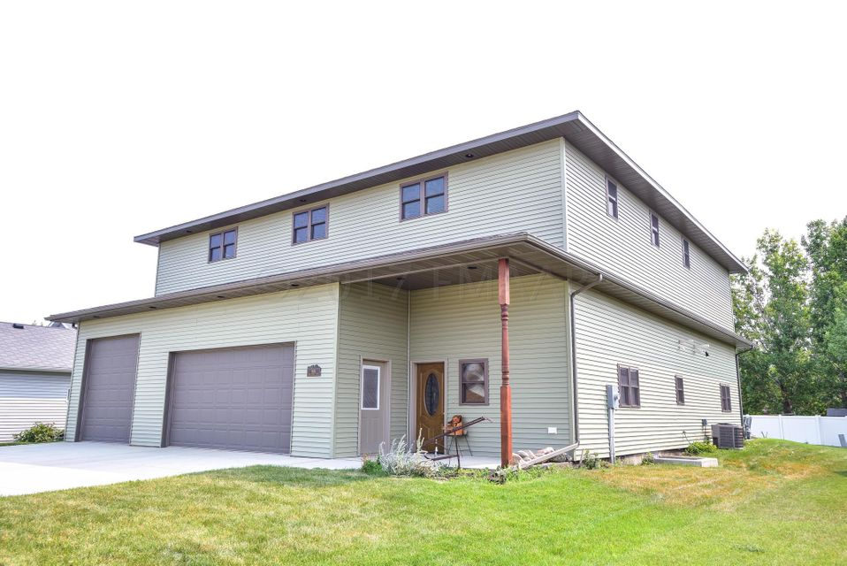 606 E 3 Street, Horace, ND 58047