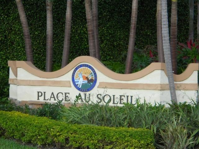 Place Au Soleil Entrance