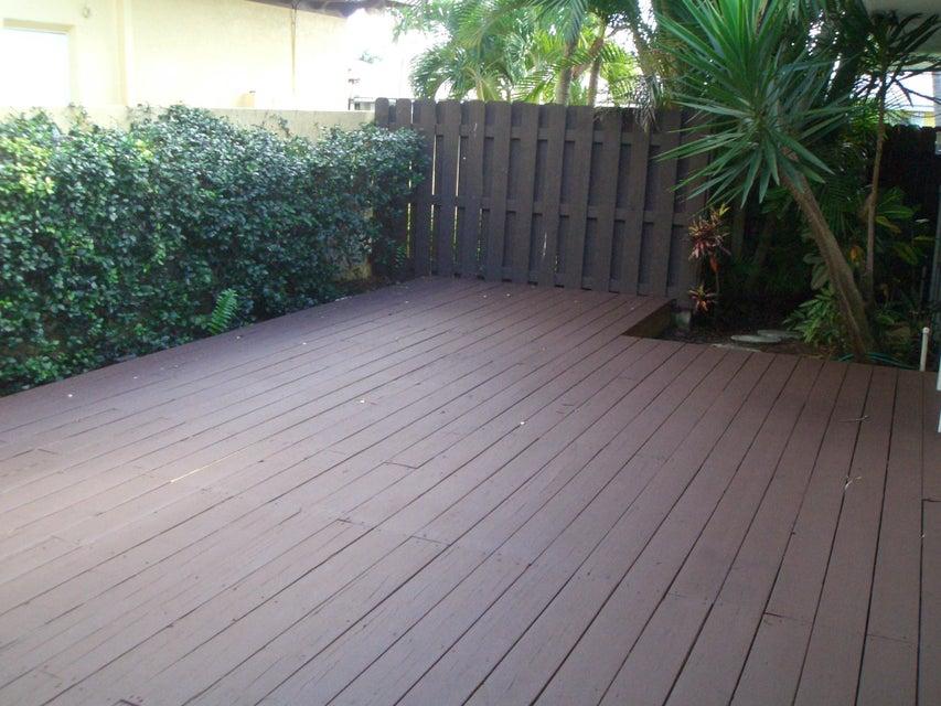 Side Yard Deck