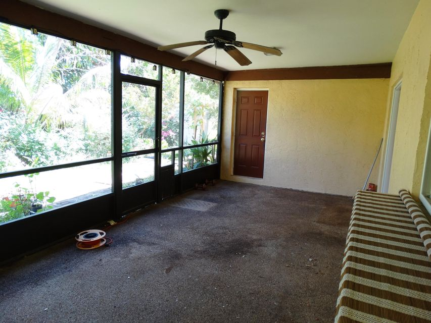 Covered/Screened in patio