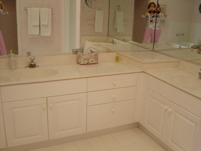master bath-dual sinks