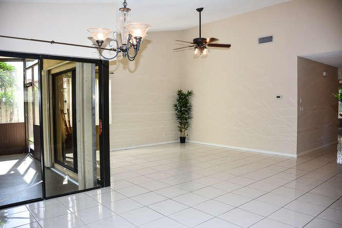 2155 NW 12th St Delray Beach-small-007-R