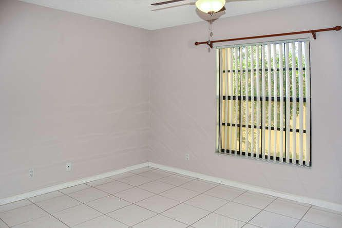 2155 NW 12th St Delray Beach-small-024-R