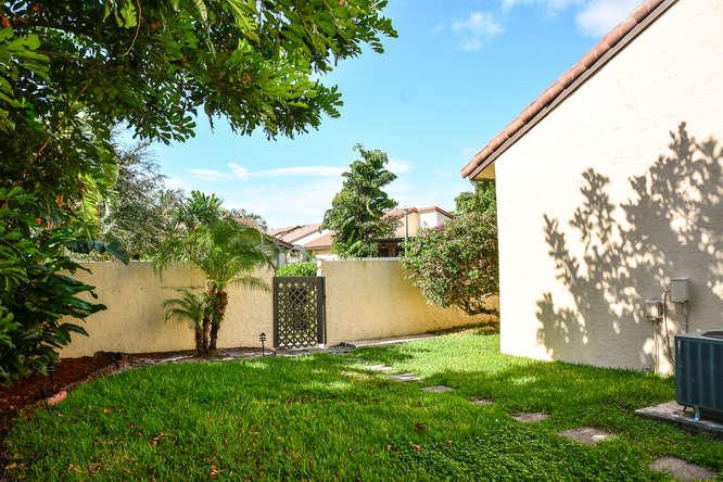 2155 NW 12th St Delray Beach-small-029-R