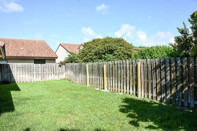 2155 NW 12th St Delray Beach-small-031-R