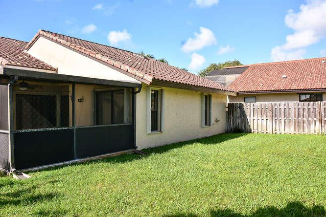 2155 NW 12th St Delray Beach-small-033-R