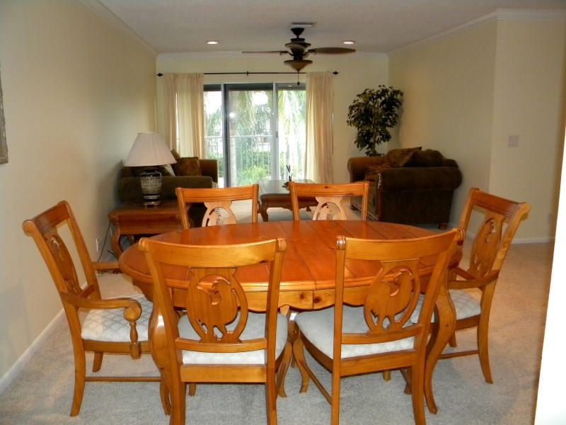 4 Dining Area