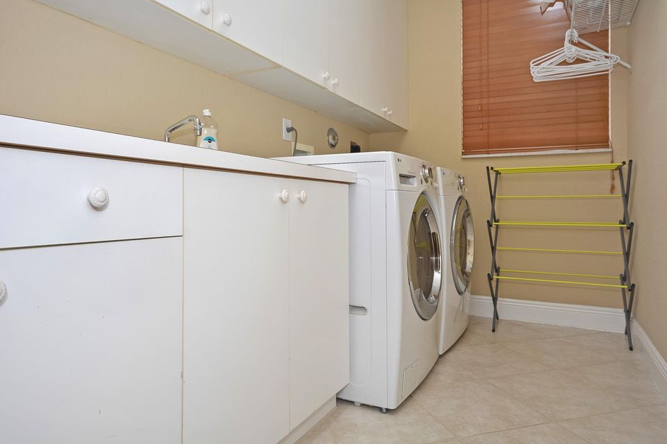 Large Laundry Room With Window