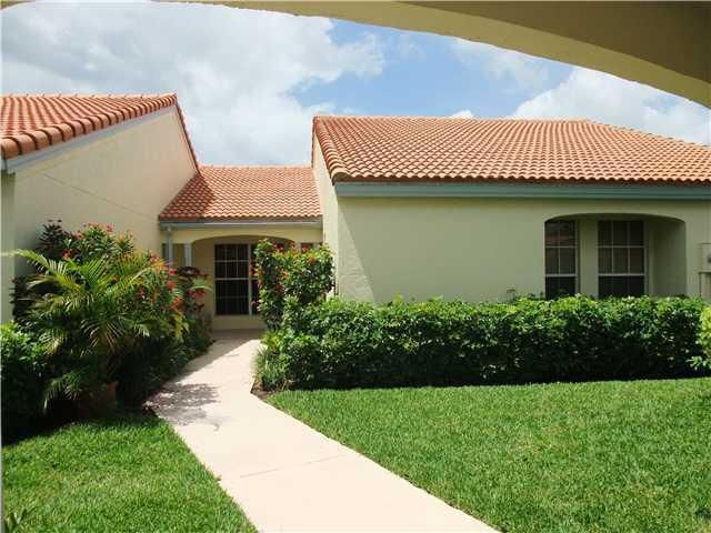 2252 Las Casitas Drive  Wellington, FL 33414