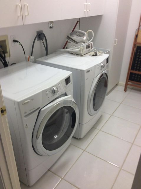 laundry rm with cabinets
