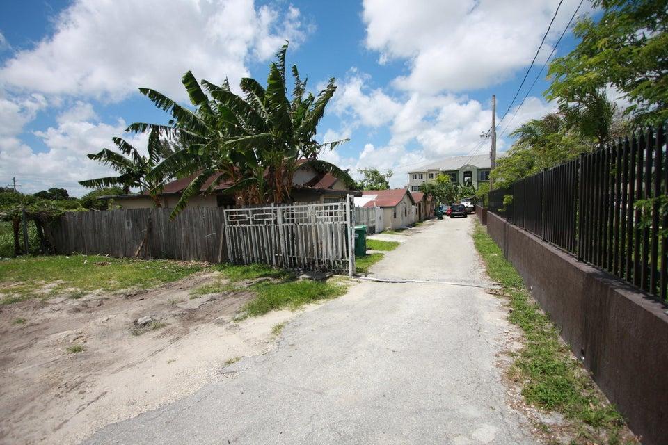 商业用地 为 销售 在 1925 NW 79th Street 1925 NW 79th Street 迈阿密, 佛罗里达州 33125 美国