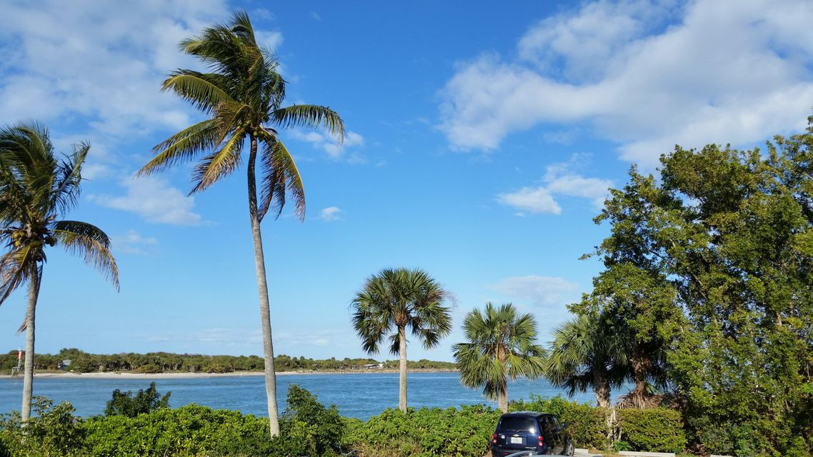 Additional photo for property listing at 624 N U.S. Highway 1 624 N U.S. Highway 1 Fort Pierce, Florida 34950 United States