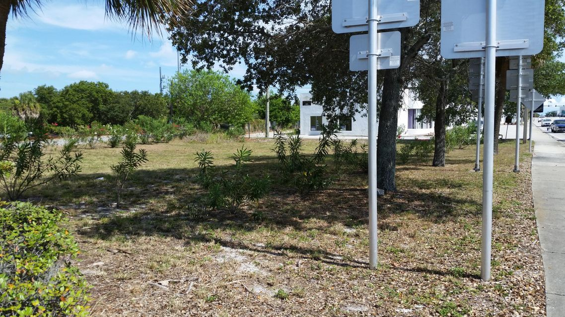 Commercial Land للـ Sale في 624 N U.S. Highway 1 Fort Pierce, Florida 34950 United States