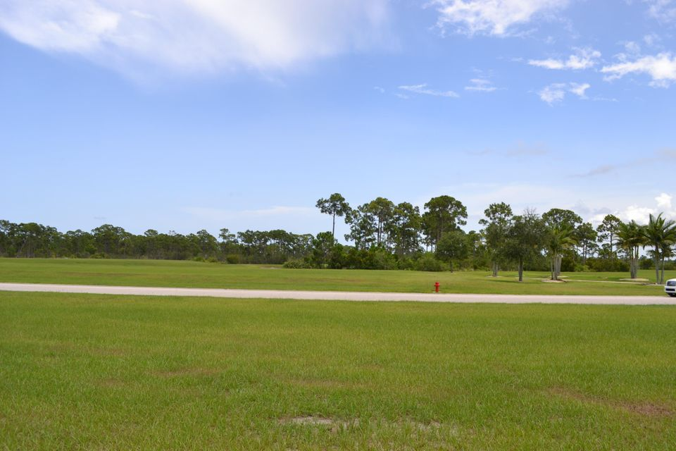 Additional photo for property listing at 485 SE Tramonto Street 485 SE Tramonto Street Port St. Lucie, Florida 34984 Estados Unidos