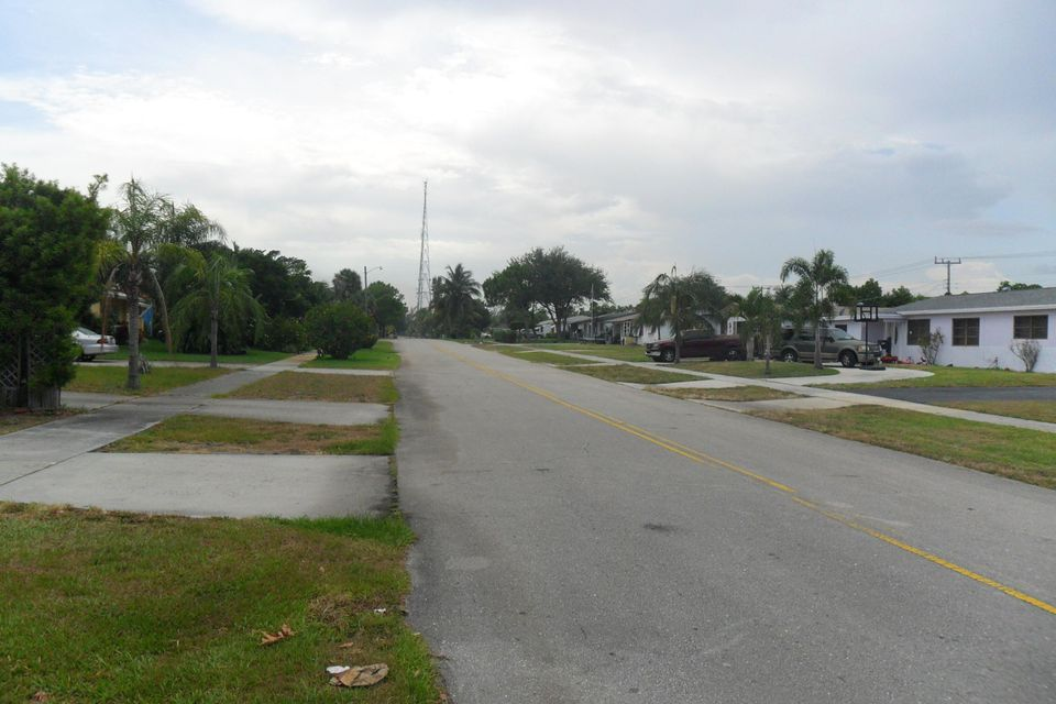 730 W Ilex Drive, Lake Park, FL 33403