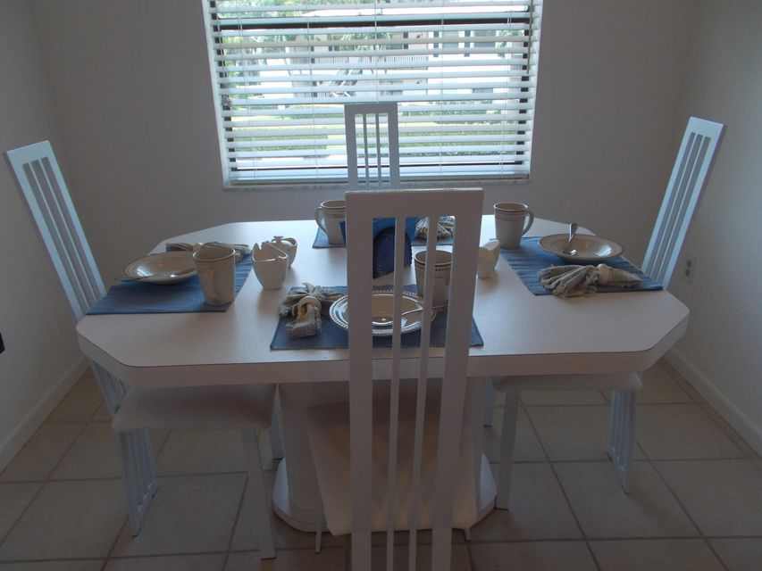 合作社 / 公寓 为 出租 在 50 Stratford Lane 博因顿海滩, 佛罗里达州 33436 美国