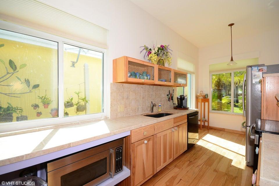 Additional photo for property listing at 930 Bear Island Circle  West Palm Beach, Florida 33409 États-Unis