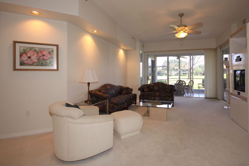 Additional photo for property listing at 2424 NW 59th Street 2424 NW 59th Street Boca Raton, Florida 33496 Vereinigte Staaten