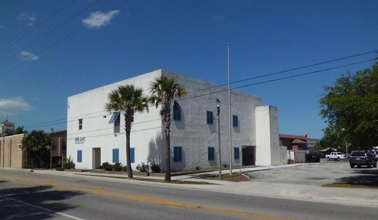 Comercial / Industrial por un Alquiler en 616 Atlantic Avenue 616 Atlantic Avenue Fort Pierce, Florida 34950 Estados Unidos