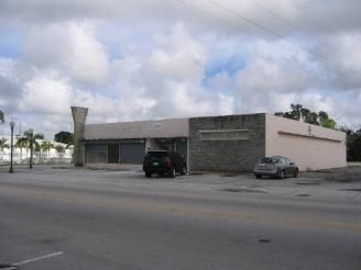 Commercial / Industrial للـ Sale في 321 Opa Locka Boulevard Opa Locka, Florida 33054 United States