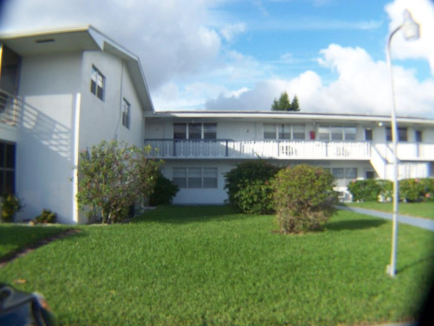 166 Easthampton G, West Palm Beach, FL 33417