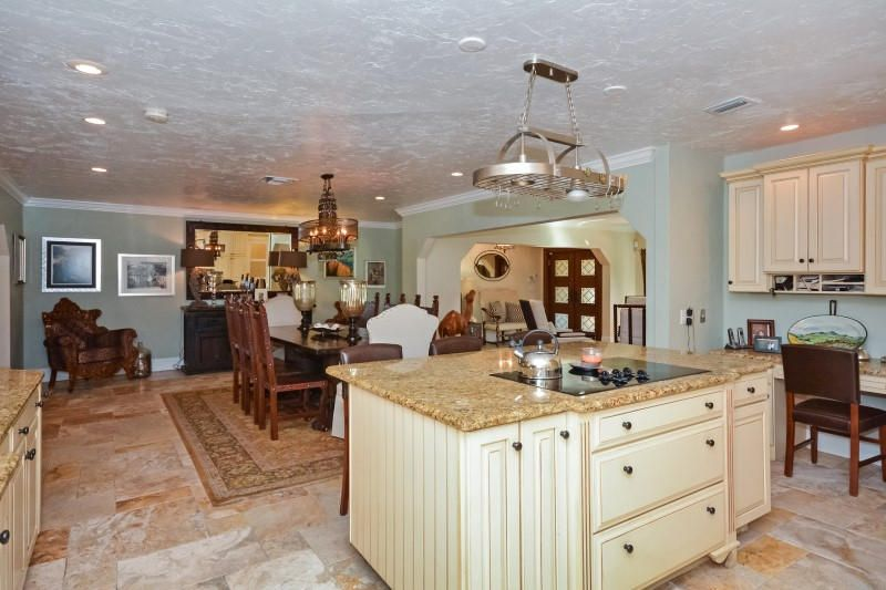 15 Kitchen to Dining Room