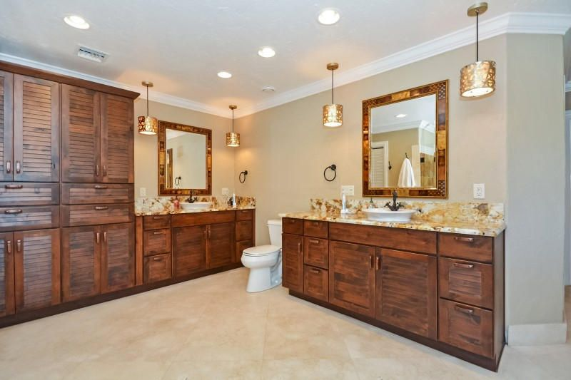 24 Master Bathroom