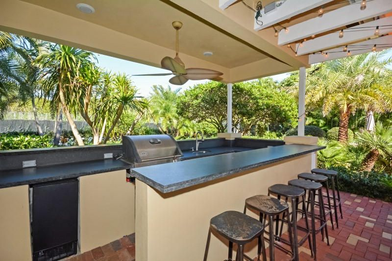 33 Outdoor Kitchen