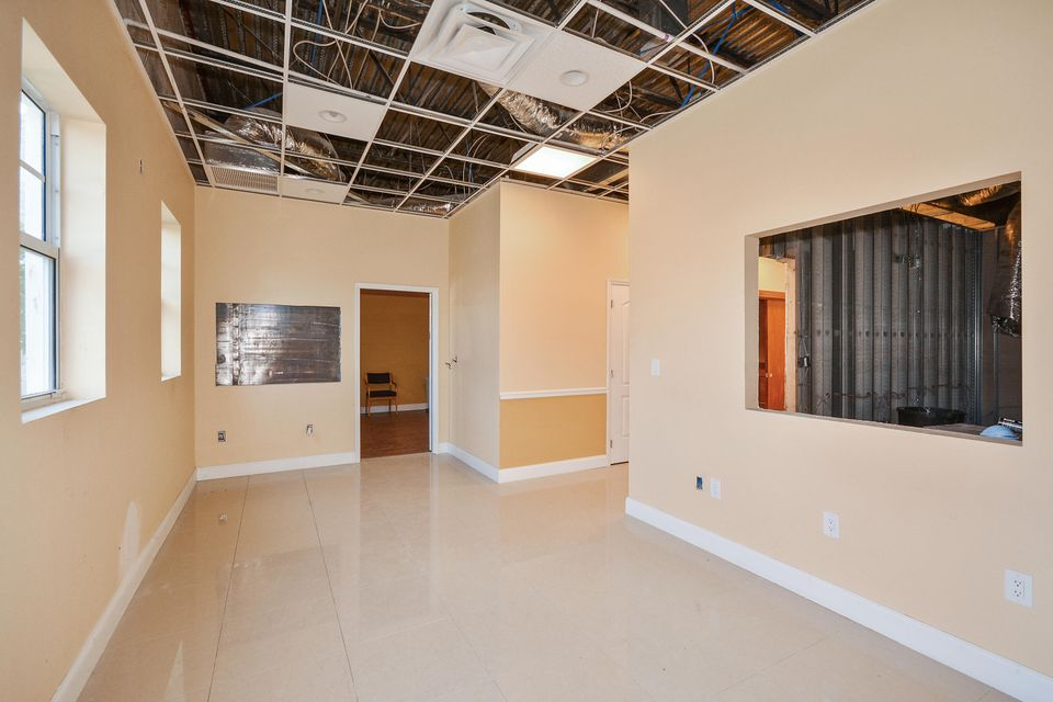 Additional photo for property listing at 4560 Lantana Road 4560 Lantana Road Lake Worth, Florida 33463 United States