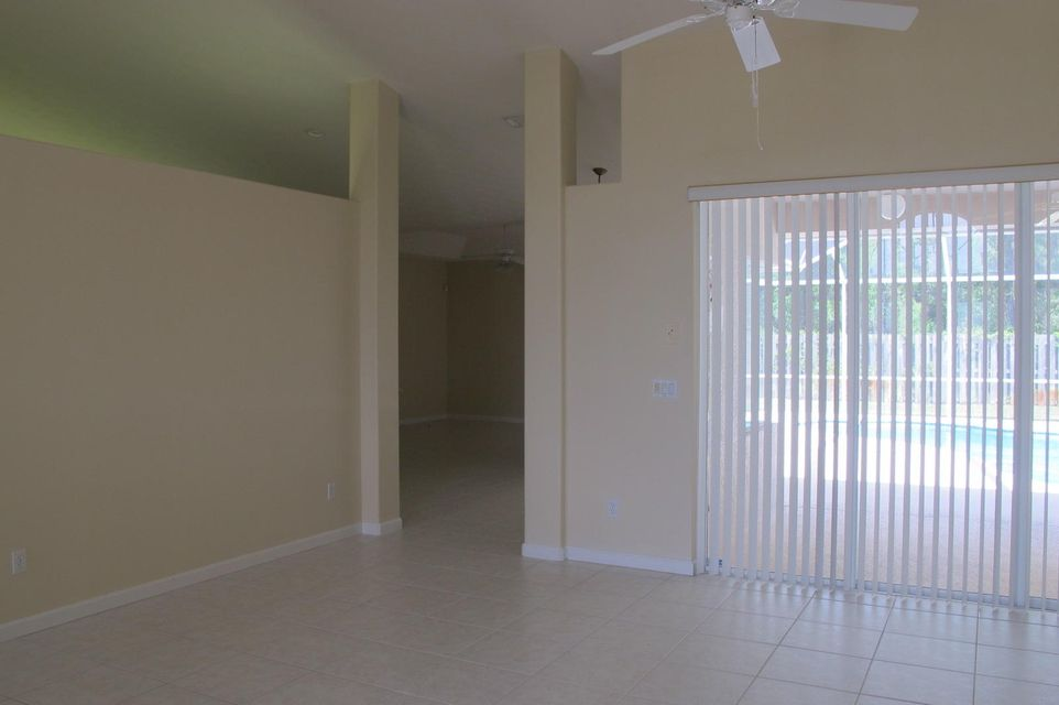 Additional photo for property listing at 5471 NW Thyer Circle 5471 NW Thyer Circle Port St. Lucie, Florida 34983 États-Unis