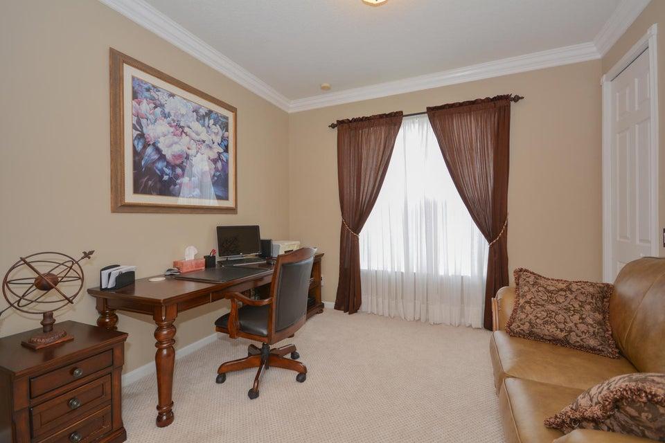 Bedroom/den/Office