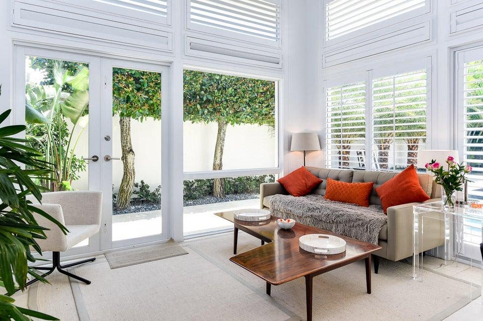 Additional photo for property listing at 120 Via Vizcaya 120 Via Vizcaya Palm Beach, Florida 33480 Estados Unidos