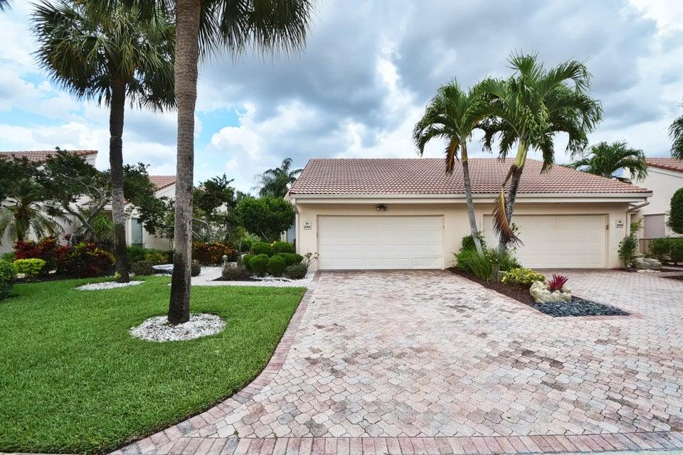 Villa por un Venta en 19520 Sawgrass Drive 19520 Sawgrass Drive Boca Raton, Florida 33434 Estados Unidos