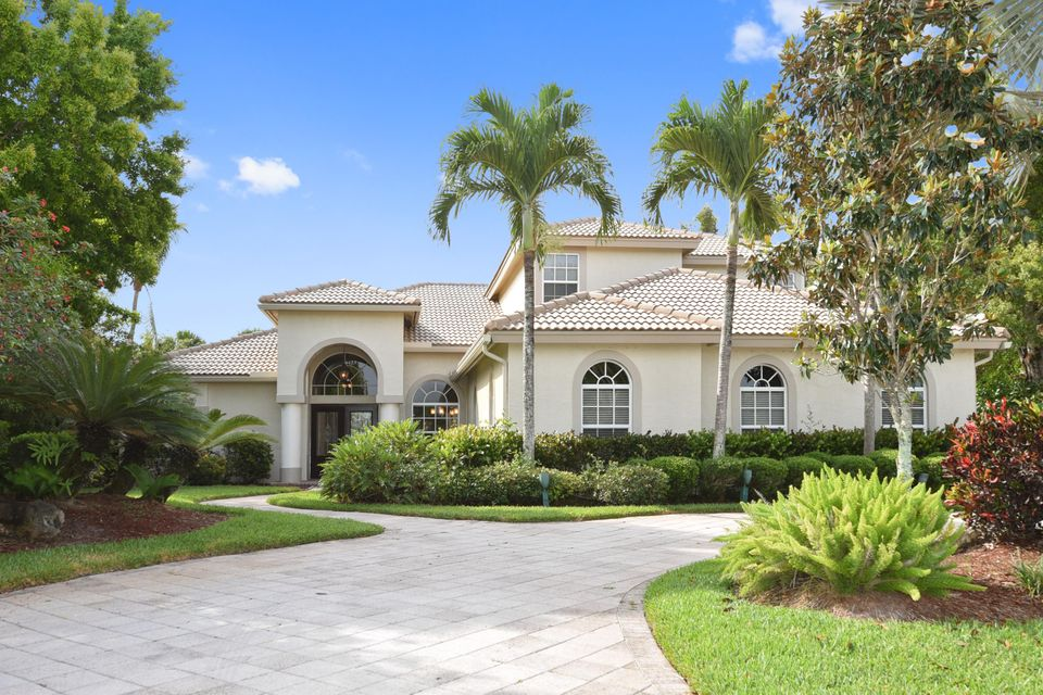 Home for sale in Breakers West  ...  \'the Lakes\' West Palm Beach Florida