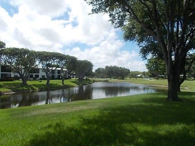 17 Stratford Drive E, Boynton Beach, FL 33436