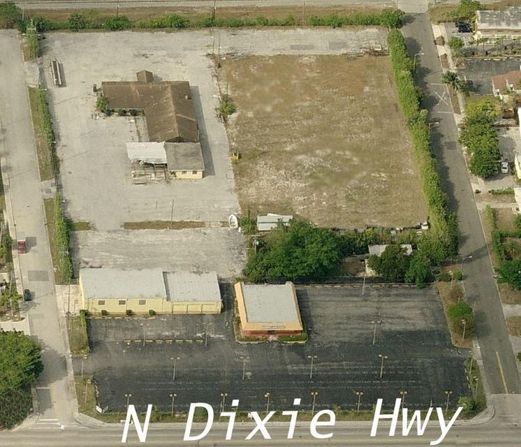 Commercial / Industriel pour l Vente à 1601 N Dixie Highway 1601 N Dixie Highway Lake Worth, Florida 33460 États-Unis