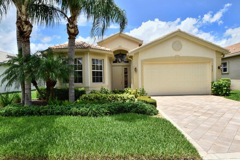 8177 Sandpiper Glen Drive, Lake Worth, FL 33467