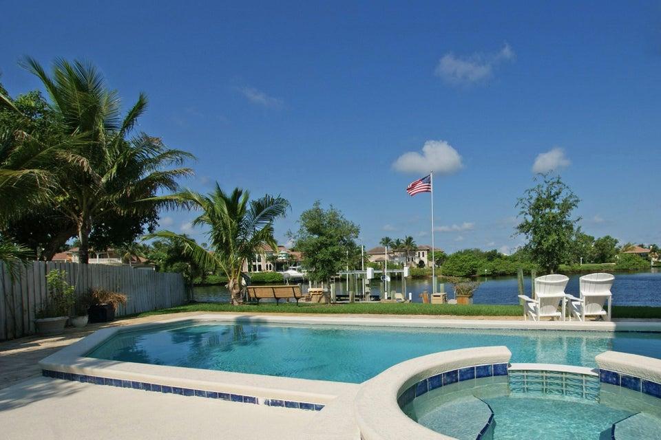 9221 SE Cove Point Street, Tequesta, FL 33469