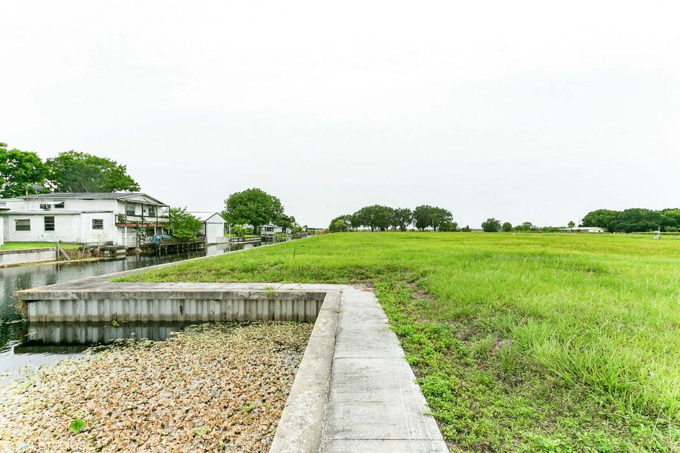 Additional photo for property listing at 1041 Orange Loop  Okeechobee, Florida 34974 United States